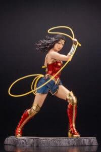 DC Universe - Wonder Woman 1/6 Scale Figure